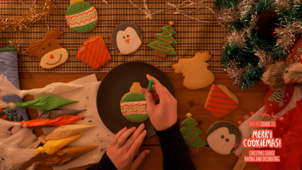 Decorating a cookie. Example from Merry Cookiemas course.
